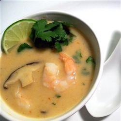 Тайский суп с кокосовым молоком и креветками