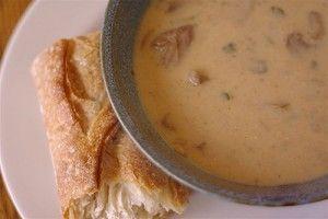 Суп на говяжьем бульоне с грибами.
