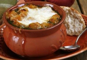 Французский луковый суп со сливками.