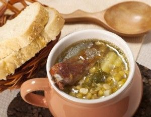 11956942-pea-soup-with-smoked-ribs-and-bread