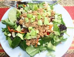 Мясной салат с грецкими орехами