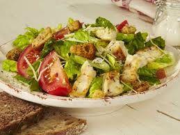 салат с цезарь с курицей и помидорами