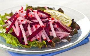 Салат из  свеклы с яблоками и редькой