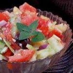 Салат с помидорами и сельдереем под чесночным соусом