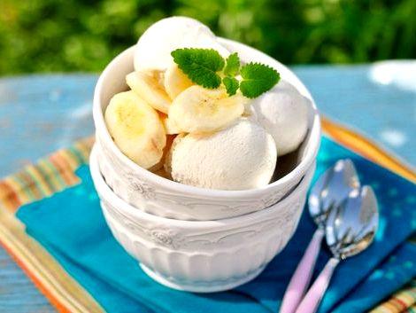 Банановое мороженое в домашних условиях рецепт Остывший сливочно-яичный крем взбиваем