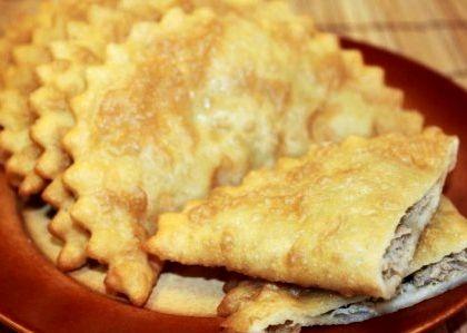 Чебуреки домашние с мясом пошаговый рецепт вымесите руками до эластичного состояния