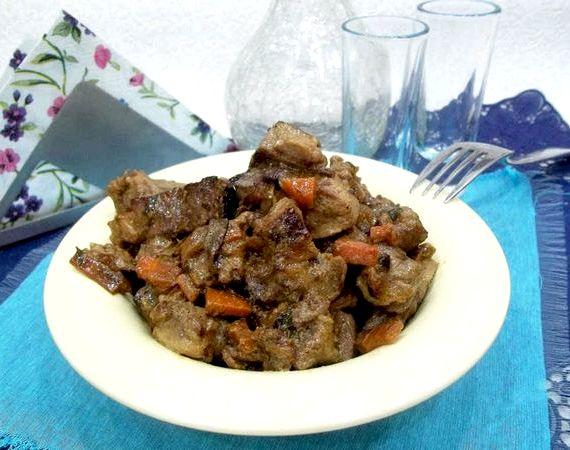 Гуляш из говядины с подливкой рецепт с фото пошагово в сковороде