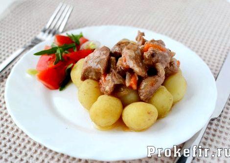 Гуляш из говядины с подливкой рецепт с фото пошагово в сковороде цельный кусок