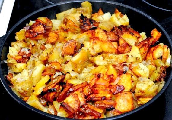 Картошка с грибами жареная на сковороде рецепт