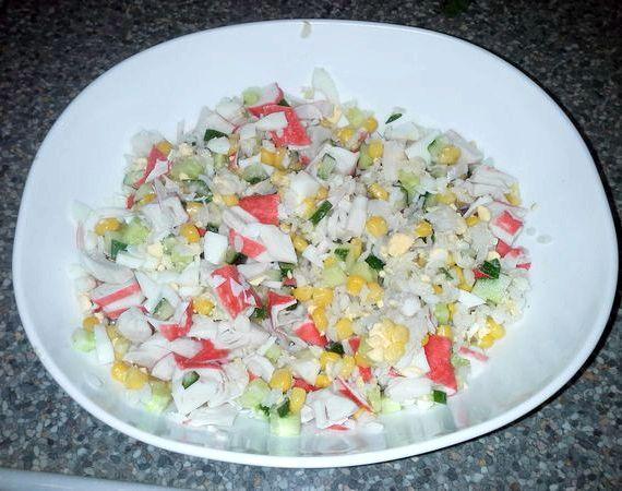 Крабовый салат рецепт классический с огурцом фото