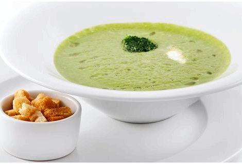 Крем суп из брокколи рецепт Порции супа украшаем зелёным луком