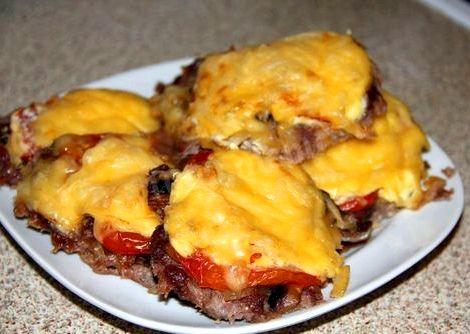 Мясо с помидорами и сыром в духовке рецепт с фото пошагово это блюдо очень популярным