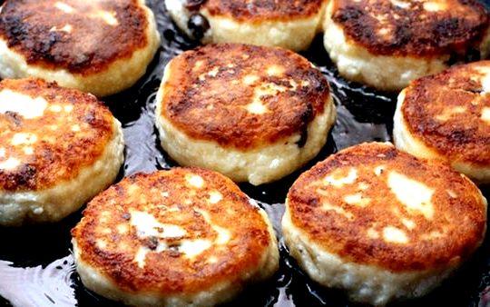 Приготовление сырников из творога на сковороде пошаговый рецепт готовую яично-творожную массу засыпать