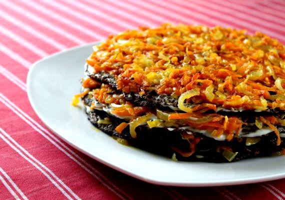 Рецепт печеночного торта из говяжьей печени с морковью и луком