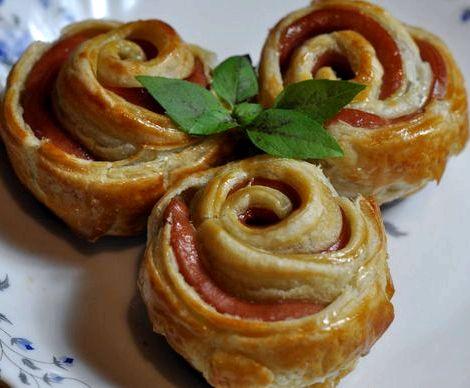 Рецепт сосиски в слоеном тесте в духовке разделить тесто на кольца