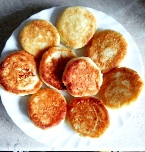 Рецепт сырников с манкой из творога классические на сковороде