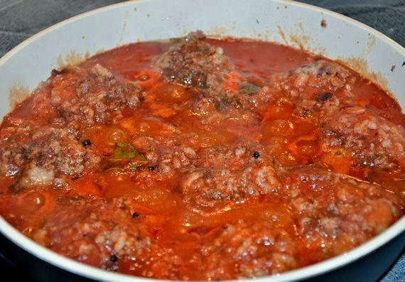 Рецепт тефтелей с рисом в томатном соусе