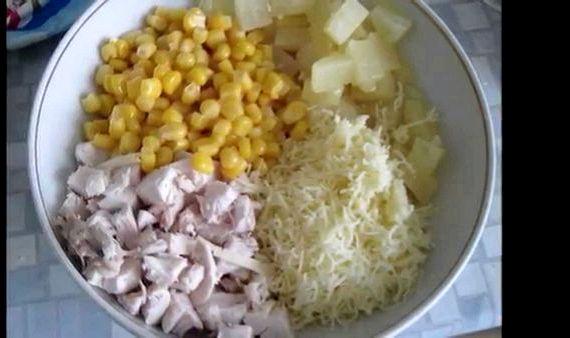 Салат ананас с курицей с сыром рецепт с фото