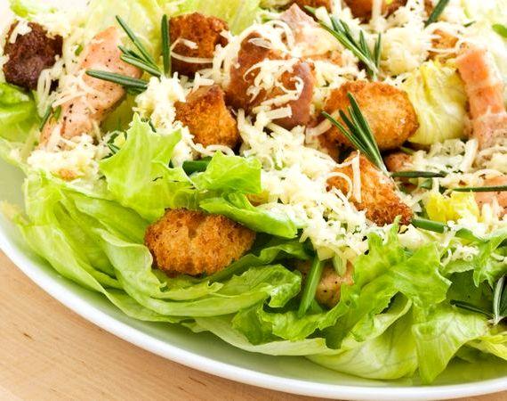Салат цезарь с семгой классический простой рецепт