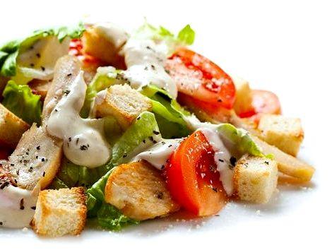 Салат цезарь с семгой классический простой рецепт мы пока приготовим листья