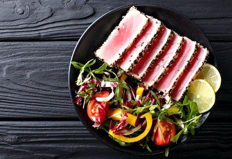 Салат из тунца консервированного рецепт классический можно срезать