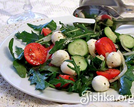 Салат с помидорами и моцареллой рецепт Это блюдо