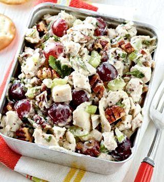 Салат с сухариками и фасолью рецепт с фото тут же подавайте