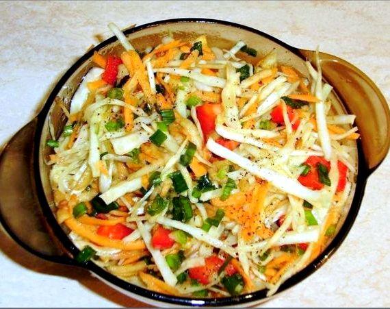 Салат витаминный из капусты и моркови и перца рецепт