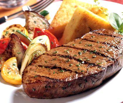 Стейк из говядины на сковороде рецепт с фото Специи можно выбрать любые по