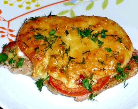 Свинина по французски в духовке с помидорами и сыром рецепт с фото