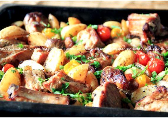 Свиные ребрышки в духовке с картошкой рецепт с фото